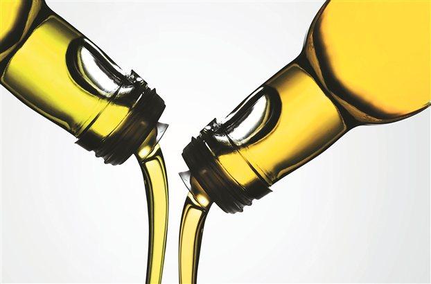 Οσο ελκυστικά κι αν είναι, τα διάφανα μπουκάλια είναι ακατάλληλα για το λάδι γιατί το φως το οξειδώνει. «Θέλουμε να αγοράζουμε λάδι, όχι κολόνια!»