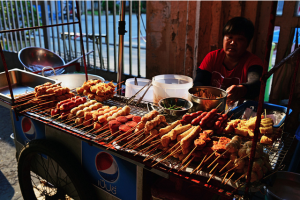 10-travel-myths-street-food